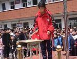 Escuela China obliga a alumnos a destruir sus celulares publicado en Info